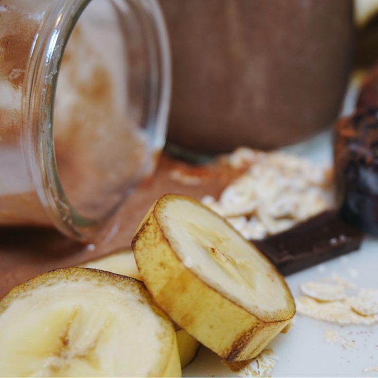Nyttig varm Chokladsmoothie med havre, lyxa till frukosten med något riktigt gott, krämigt, och chokladigt. Enkelt och nyttigt