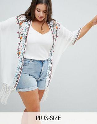 ff32c13f9b79 Kimono transparente con flecos y bordado de Glamorous Curve   Moda ...