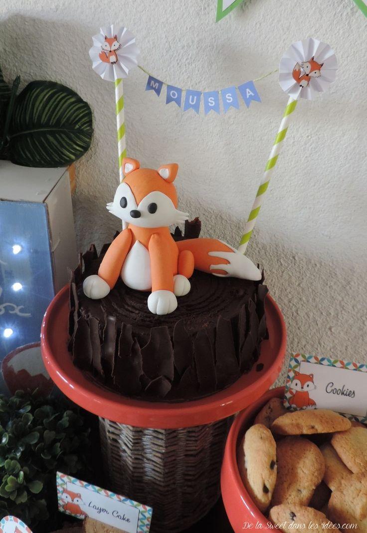 Gâteau d'anniversaire petit renard sur un tronc.