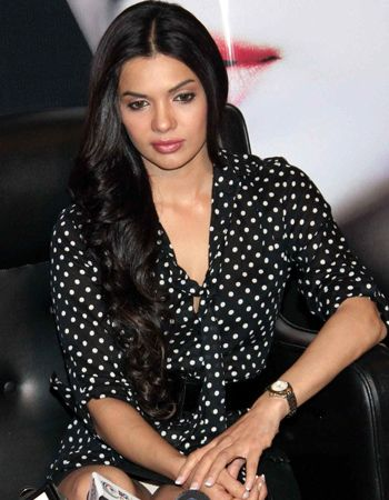 Sara Loren has pinned all her hopes on Murder 3!