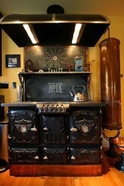 Steampunk Style : Victorian stove with an electronic cooktop - Rosenbaum house in Mass.