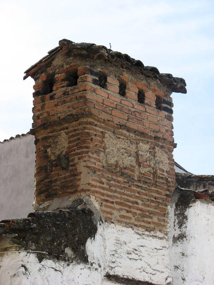 Una de las bellas chimeneas de Garrovillas. estamos en la Ruta de las Chimeneas.