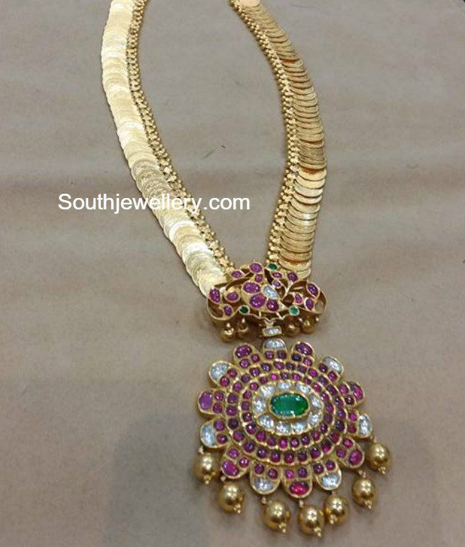Plain Gold Kasu Haram with Kundan Pendant photo