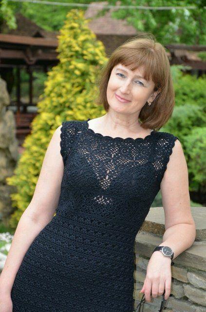 Очень красивое черное вязаное платье. Автор Наталья Постникова. Схемы и описание вязаного платья. А еще у Натальи связано много различных очаровательных кофточек.