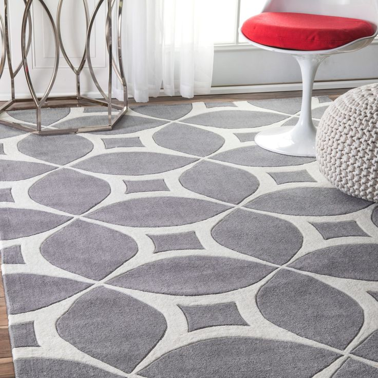 Quality meets value in this beautiful modern area rug. Hand-tufted with polyester to prevent shedding, this plush area rug will enhance any home decor.