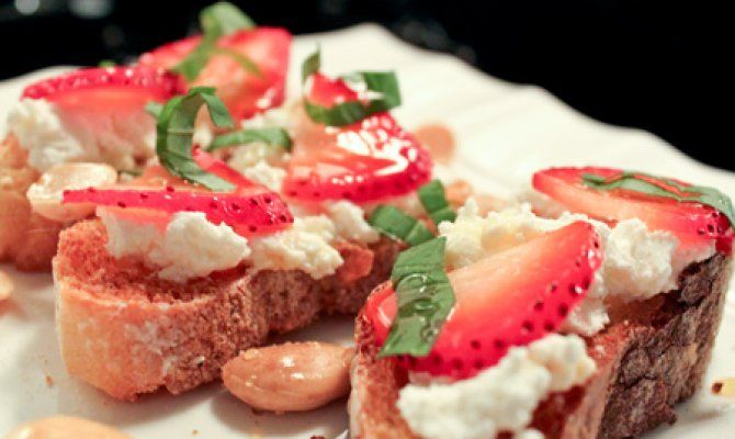Strawberry and Ricotta Appetizer