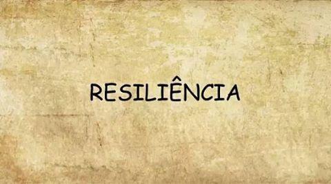 Vejo muitas publicações sobre RESILIÊNCIA, algumas partindo do senso comum. Para o seu desenvolvimento, muitas vezes, precisamos de um acompanhamento profissional. O que acontece, é que, só o procuramos quando não conseguimos mais lidar com a situação. ❌Ser resiliente não é sinônimo de ser uma pessoa fria ou calculista,isso está muito longe da realidade. ✔A resiliência pode ser aprendida, não é um traço de personalidade que aparece em algumaspessoase em outras não. ✔Ser resiliente…