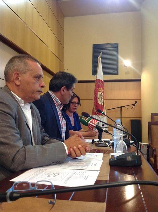 Rueda de prensa en el Ayuntamiento de Candelaria [[22 julio] para presentar la II Feria Insular de Artesanía en Candelaria (Tenerife, 1-3 agosto 2014).