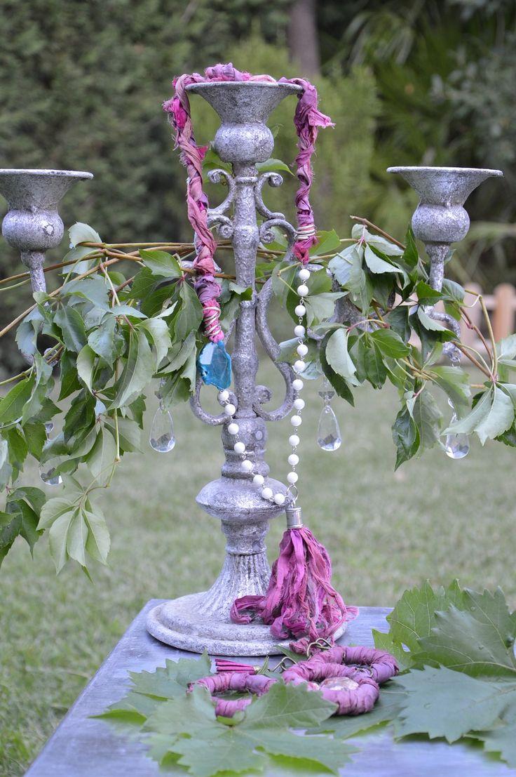 Impresionante conjunto artesanal de pulsera y collar hecho con seda sari y piedras naturales. Único y exclusivo de www.shivadara.es