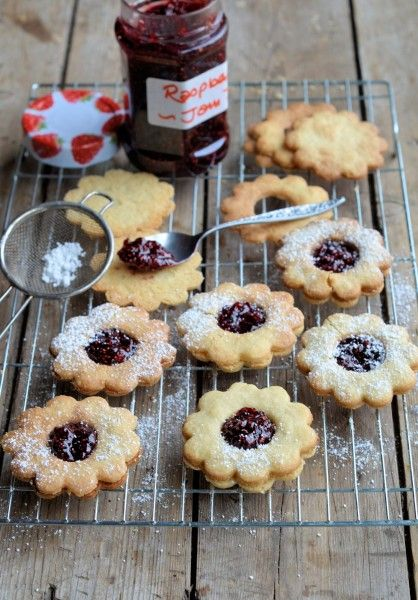 "Jammie Daisy Dodgers (Biscuits/Cookies) Recipe ~ via this blog, ""Lavender and Lovage""."