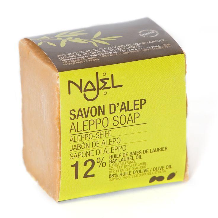 Le savon d'Alep Najel 12% huile de baies de laurier nourrit et hydrate votre corps grâce à l'alliance de l'huile d'olive nourrissante et de l'huile de baies de laurier régénérante. Son dosage spécifique est étudié pour convenir à un usage quotidien pour les peaux mixtes.