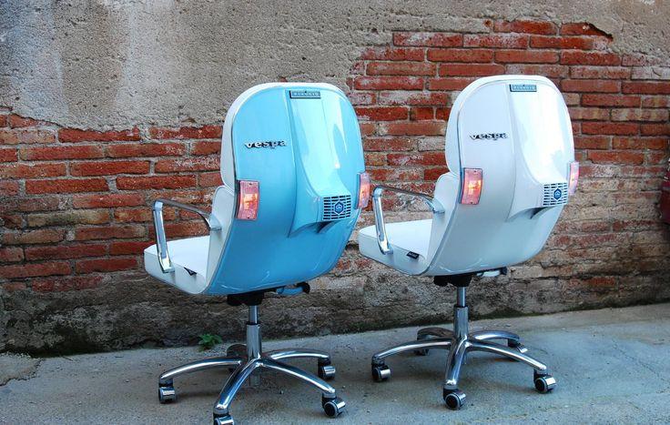 Disegnata dallo Studio Bel&Bel la Scooter Chair è una sedia da ufficio dal sapore vintage, realizzata riutilizzando parti delle vecchie Vespa Piaggio.