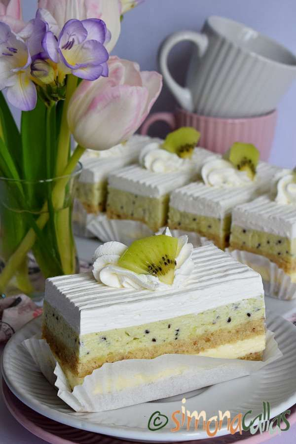 Prajitura cu ciocolata si alune | Cake baking recipes, Sweet cakes, Desserts
