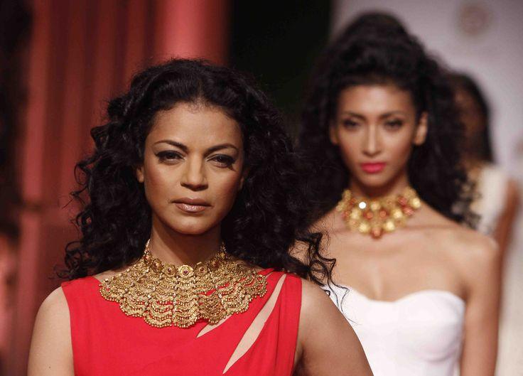 Noyonika Chatterjee walks the ramp at the India Bridal Fashion Week adorned with contemporary #Azva Jewellery. #AzvaAtIBFW #BeautifulBrides