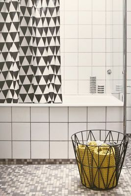 Triangles Shower curtain - 160 x H 200 cm Triangles/ Black & white by Ferm Living