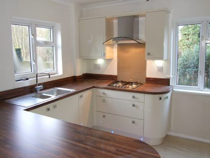 white gloss kitchen with walnut worktop white gloss kitchen oak worktop search kitchen 431