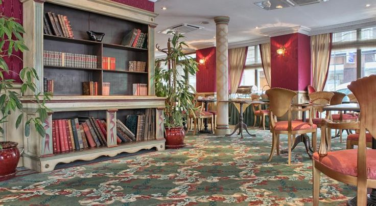 Villa Eugenie Paris Set in the 17th district in Paris, this hotel offers soundproofed guest rooms with a 19th-century décor. It features a tearoom and a library with free Wi-Fi access.  Satellite TV and a minibar are standard facilities in each air-conditioned room.