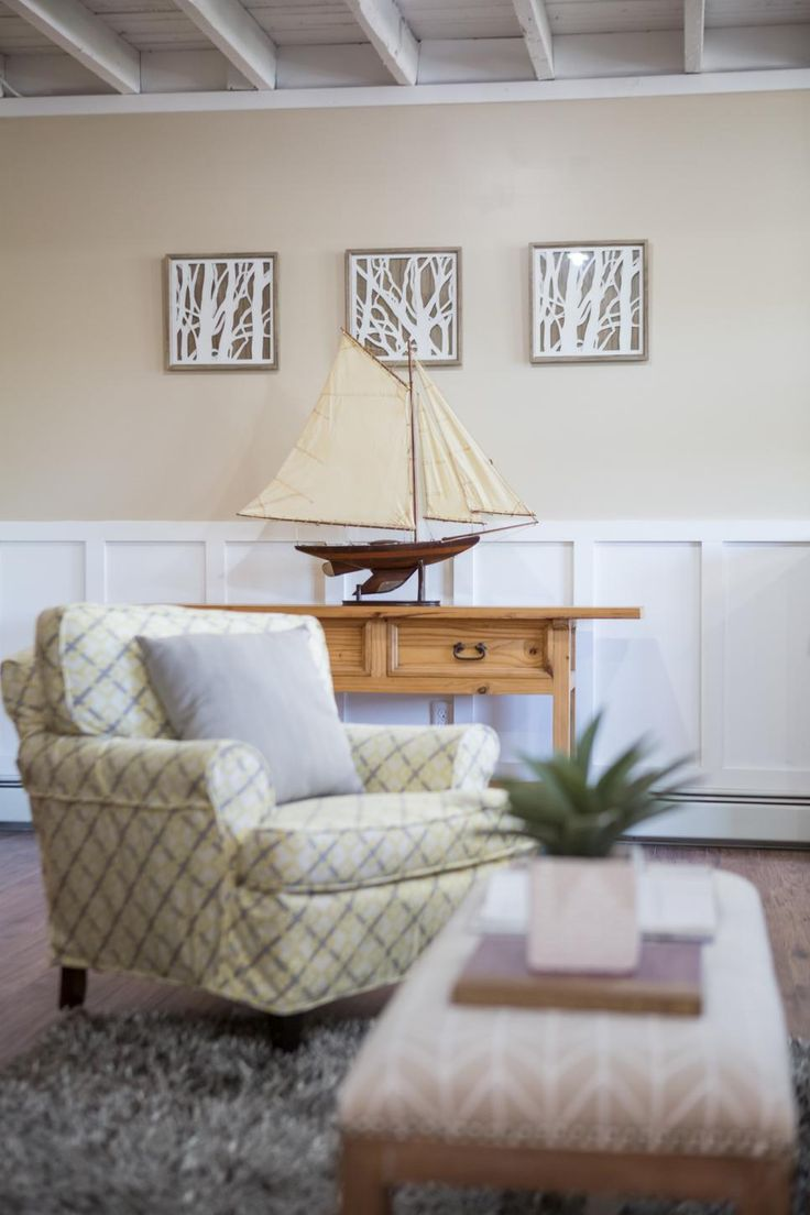 As Seen On Vacation House For Free Host Matt Blashaw Used A Mix Of Neutral Tones And Patterns Throughout The Living Room This Lakefront Home In Oakland