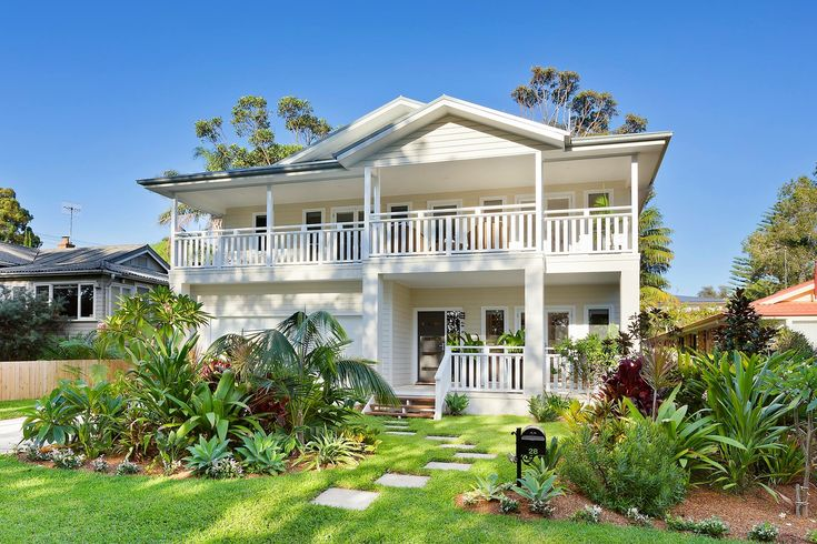 Beach style hamptons style double storey house Tropical gardens Australia