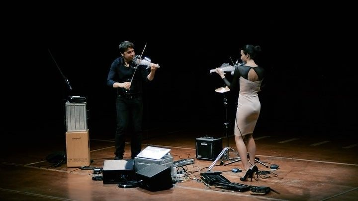 New violin cover and looper witcher @pauline_henric and @bernadacviolin recorded at la Halle aux Grains @toulousefr #violinist #electricviolin #violin #violincover #violinlooper #violinists #violinista #kiiaragold #kiiara #toulouse #looper #violinmusic #violin