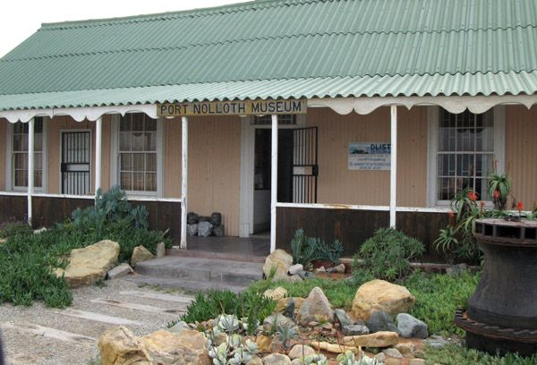 Port Nolloth Museum - The building that houses the museum is a bit of history itself in that it was built in 1880. The Port Nolloth Museum presents the history of Port Nolloth for approximately 2000 years. It also displays the history of diamond diving in the area, as well as geology and natural history.