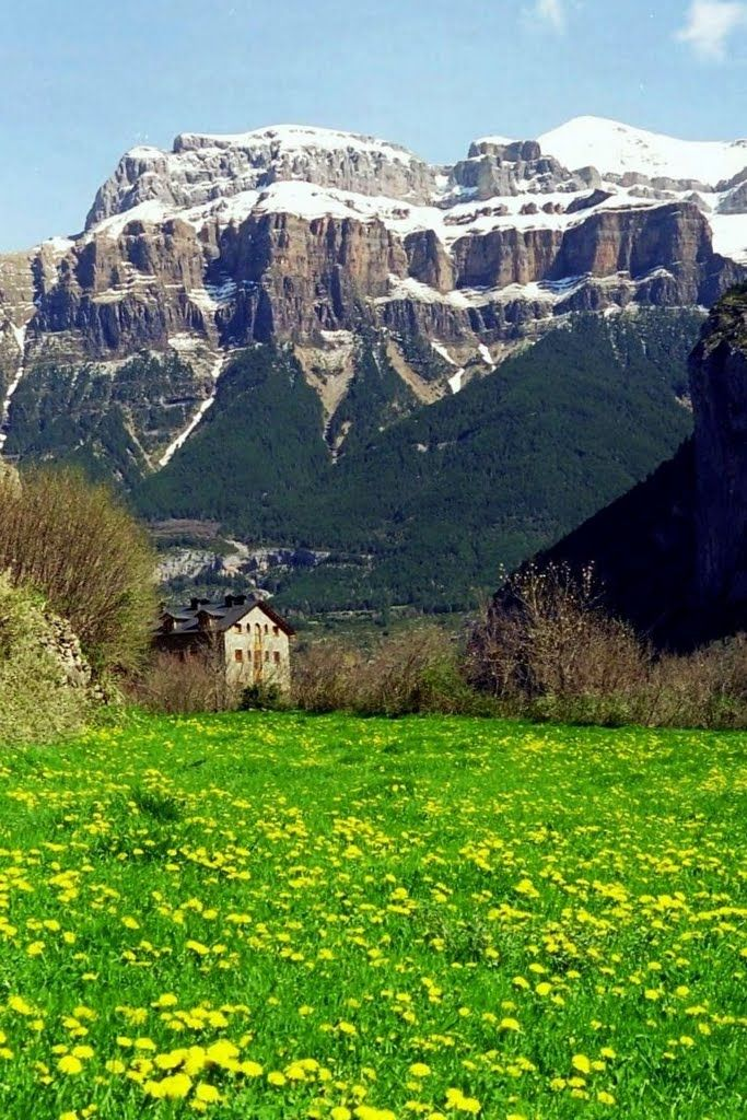 Valle de Ordesa. Torla-Huesca. ESPAÑA Donde voy de vacaciones cada año. Esta montaña que se ve es el Mondarruego