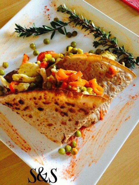Crepes di grano saraceno e mandorle con petto di pollo e peperoni.gluten free