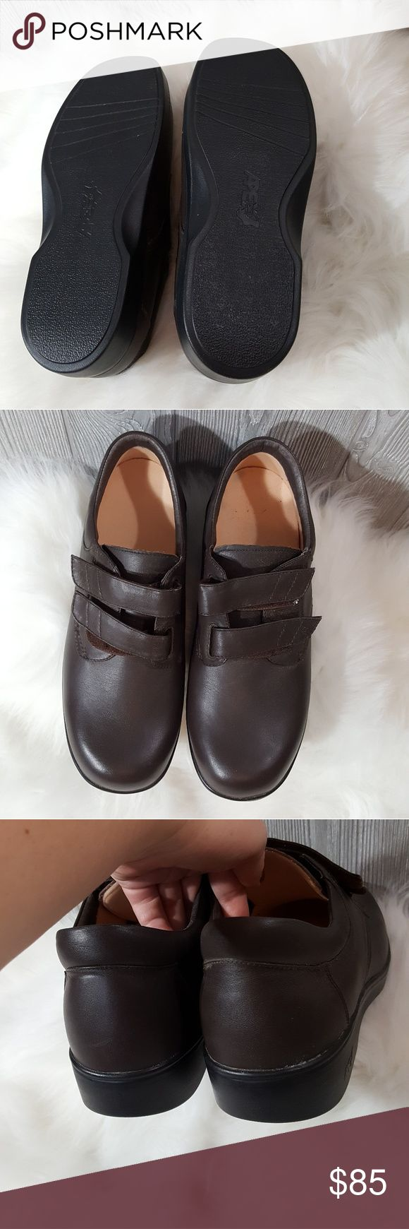 11m brown mens orthopedic velcro shoes These are sharp for orthopedic shoes! They really are nice. I got them for my dad but due to his prosthetic leg he wasn't able to wear them so they are brand-new in perfect condition has 11 M came from orthopedic doctor apex Shoes