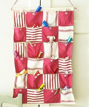 Sew a present-pocket advent calendar. Easy to sew, this colourful calendar will delight children for years to come! This is one of my favourite websites :)