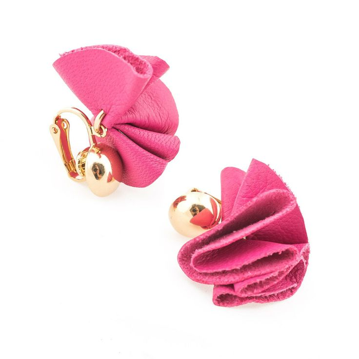 Clip earrings featuring leather and golden brass. Jewels have interesting and voluptuous shapes, they are handmade, engraving and pleating colored leather elements, which, attached, create small or big ruffles. Soft to the touch and with harmonic forms.