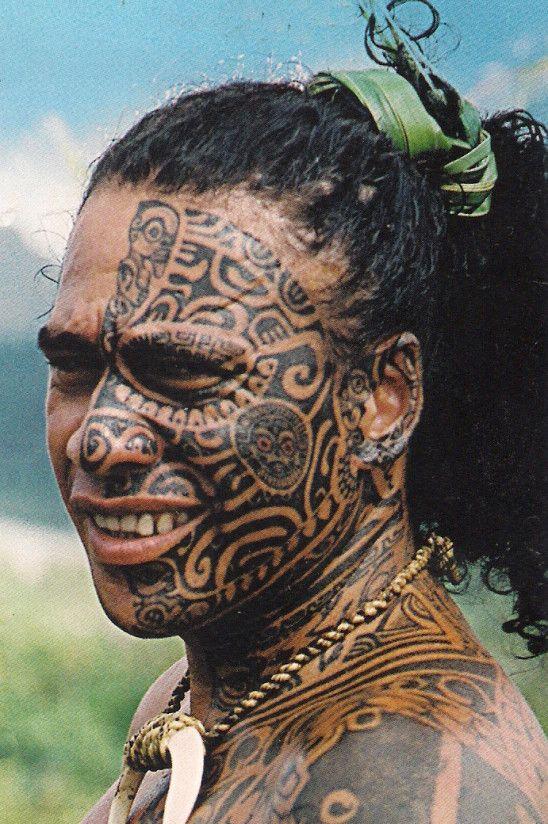 Tatouage visage polynésien