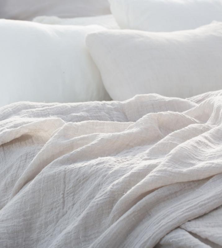 Couleur chanvre - Linge de maison bio en chanvre [Inspiration Mondial Tissus] Rien de tel que des draps blancs pour faire de beaux rêves.
