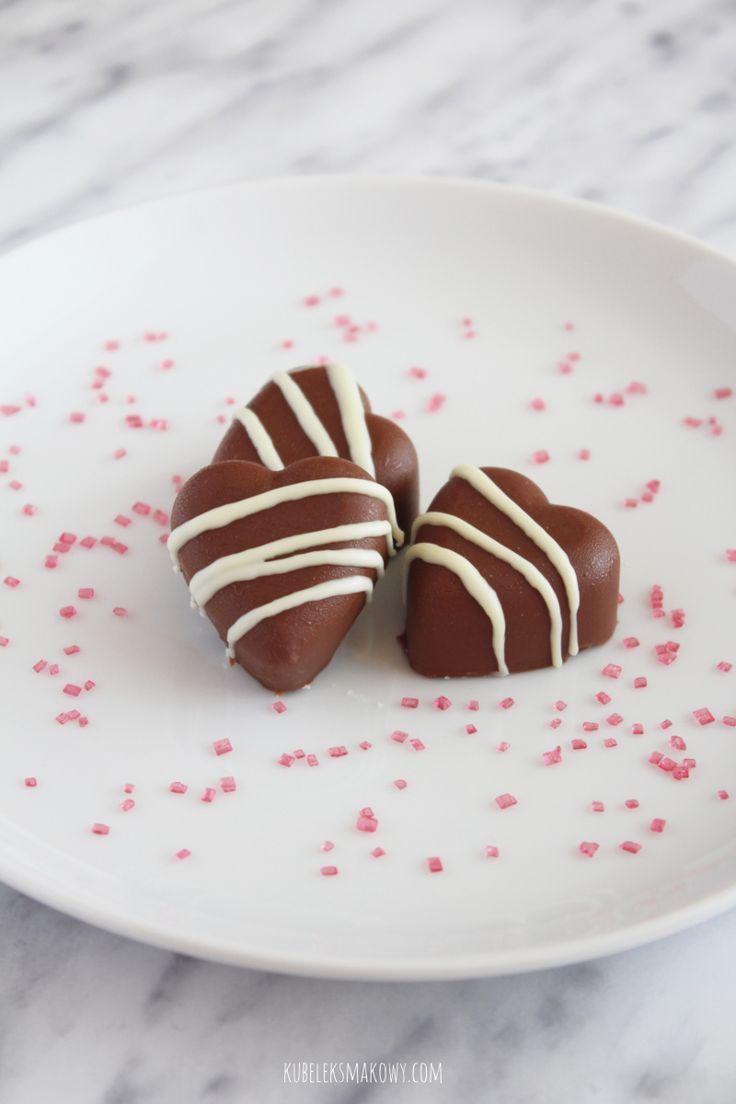 Kubełek Smakowy: Domowe czekoladki z nadzieniem malinowym, w kształcie serc #przepis #love