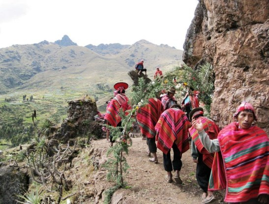 Working together with several communities in the Sacred Valley, La Tierra de los Yachaqs preserves the culture of the local people while allowing them to support their economy through responsible tourism. #Peru