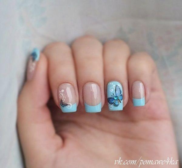 Un consejo inspirado diseño de la mariposa del arte del clavo francés.  Los colores azul bebé hacen maravillas con lo que el diseño de punta francesa parecen simples y limpias, las pequeñas y grandes mariposas pintadas en la parte superior también hacen buenos acentos en el diseño.