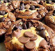 peanut butter cup brownies: Butter Cups Cookies, Peanuts, Cup Brownie, Cups Brownies, Food Gawker, Peanut Butter Cups, Buttons Recipe, Peanut Butter Brownies, Buttercup