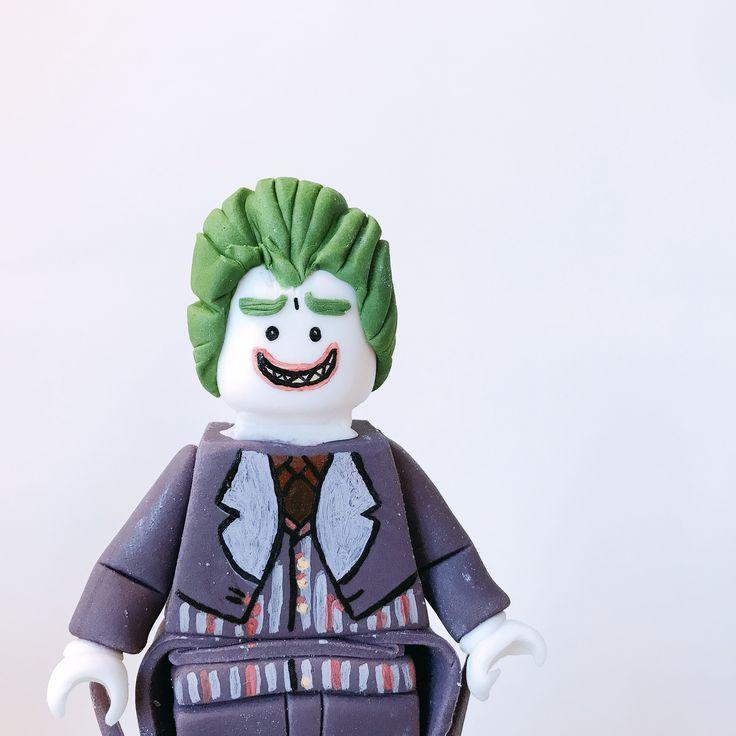 For this cake only Batman and Joker became friends  or not, but they appeared on the same birthday  haha. Fully made of sugar.  • Volledig van sucker gemaakt 3D model van Joker.  • #legobatmanmovie #batman #dccomics #movie #moviequotes #lego #warnerbrosstudios #warneranimationgroup #wag #wb #shs #studiohappystory #happystorycakes #cakes #taart #cakestudio #designercakes #creativecakes #girlboss #sugarmodel #satinice #sugar #3d #birthday #verjaardagstaart #verjaardag #instafood #foodie