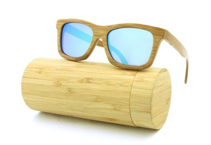 De BMB Choka is een moderne zonnebril met een vleugje retro. Met zijn Wayfarer-frame van gebrand bamboe en blauwe gepolariseerde glazen van hoge kwaliteit is het een echte eyecatcher.