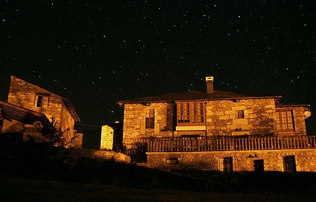 Eido das Estrelas, Valdin, Ourense, Galicia.   http://www.toprural.com/Casa-rural-habitaciones/Eido-Das-Estrelas_39570_f.html