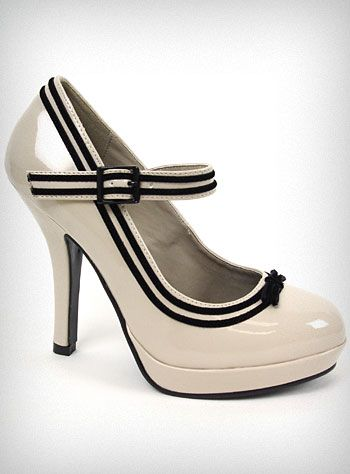 So in love with these shoes...just looking at them makes me feel a little classier.