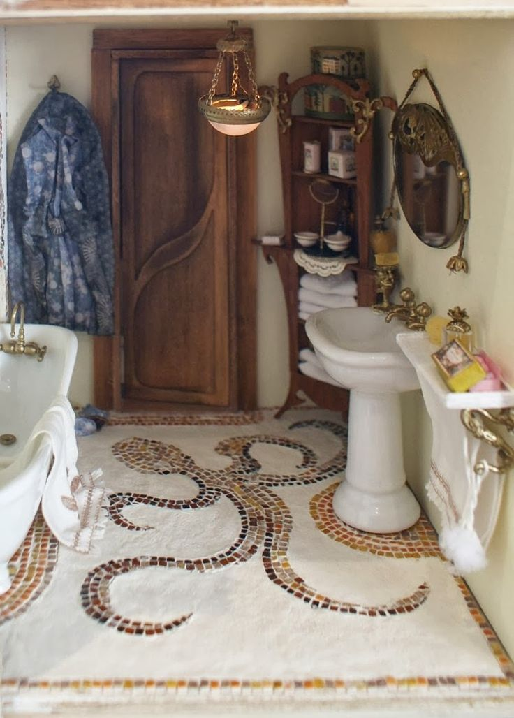 Petit cabinet de curiosités: Adding life in the bathroom. Miniatures.
