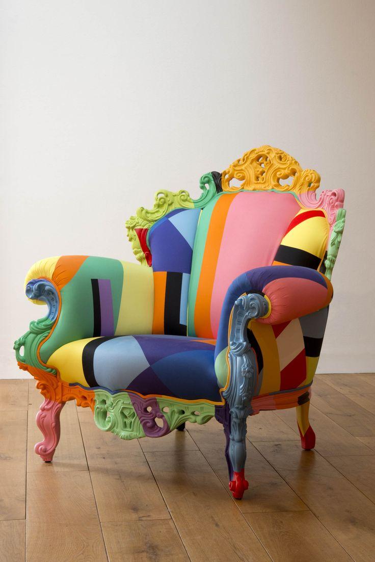 Le fauteuil Proust geometrica (2001) est une nouvelle version du fauteuil Proust proposé par Alessandro Mendini en 1978. Mendini revisite alors un classique du siège de style, tournant en dérision la banalité des produits de série, pour en concevoir une version dont chaque exemplaire est peint à la main à la manière de Signac.  En 2001, il reformule le projet, revêtant cette fois-ci le fauteuil de formes géométriques colorées, en un pastiche de la peinture abstraite.