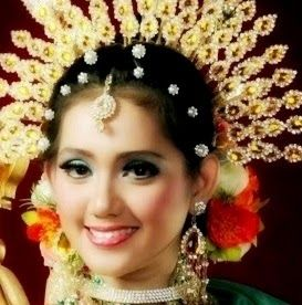 INDONESIAN WEDDING DRESS - Bodo a Women Wedding Dress from Bugis Makassar, Sulawesi