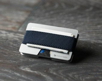Le portefeuille « N » par éléphant porte-monnaie est le summum du design slim-line wallet. Ce portefeuille en caoutchouc et en aluminium, simple