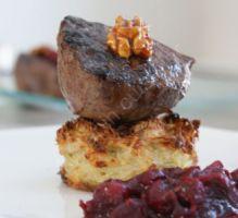 Recette - Pavé de biche sur rösti, chutney cranberries-framboises et noix caramélisées - Proposée par 750 grammes