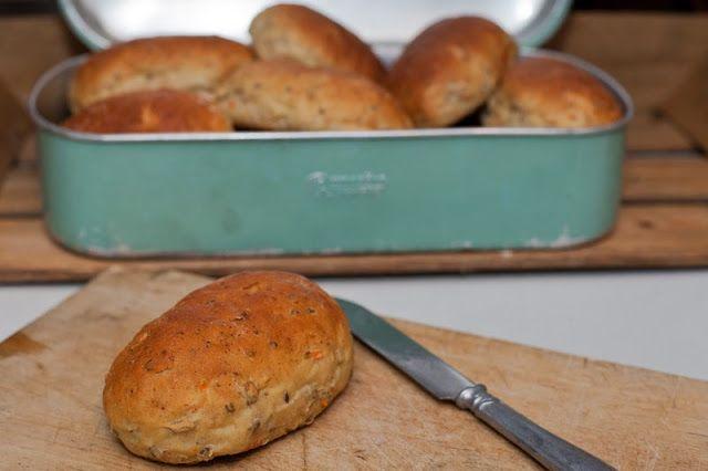 cat´s bak- och matblogg: Hurtbullar - energirika portionsbröd med frön, keso och morot