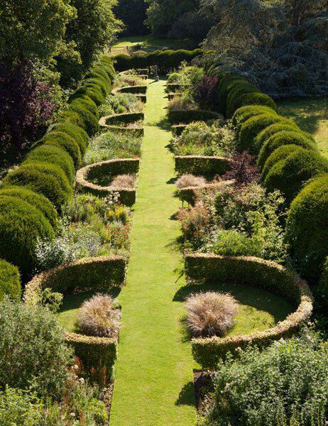 A New Book Celebrates the Beauty of Contemporary English Gardens