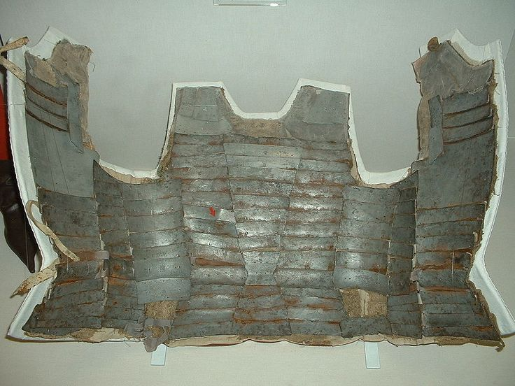 Inside view of an Italian brigandine dated 1470 - http://en.wikipedia.org/wiki/Coat_of_plates
