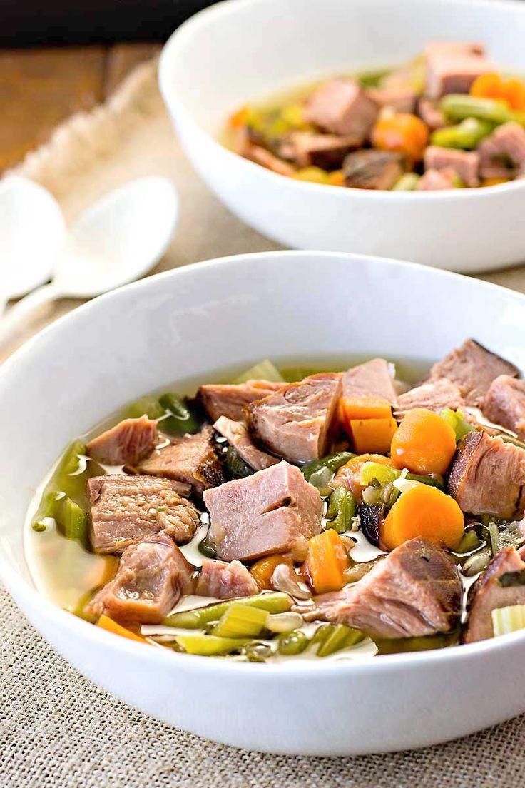 Olla de barro jamón y sopa de verduras!  Buscando una sopa de olla de barro que todavía tiene un sabor gourmet?  Esta sopa de jamón y verduras es una cena fácil y sabrosa para cualquier noche de la semana.  |  HomemadeHooplah.com