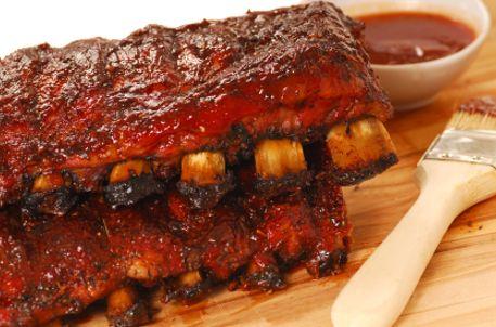 Costillas de Cerdo Barbecue | Este día del padre organiza un día especial con estas ricas recetas desde botanas fáciles, ideas para una parrillada y cómo hacer hamburguesas al asador.